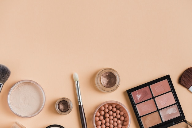 Composition de maquillage moderne