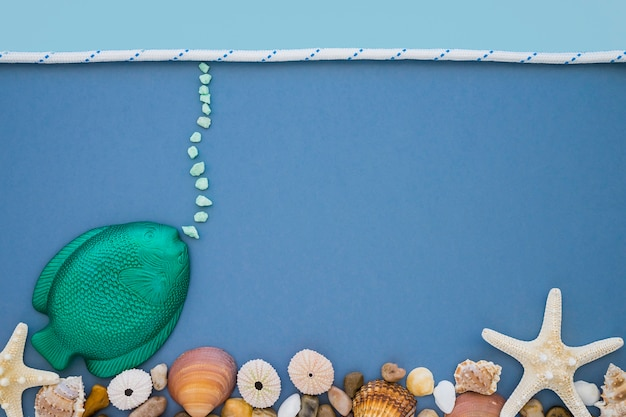 Composition marine avec poissons et coquillages