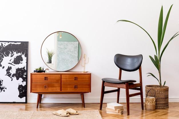 Composition minimaliste du salon avec commode rétro et accessoires modèle de décoration d'intérieur