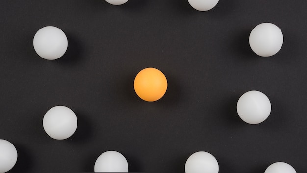 Composition moderne d'équipement de ping-pong