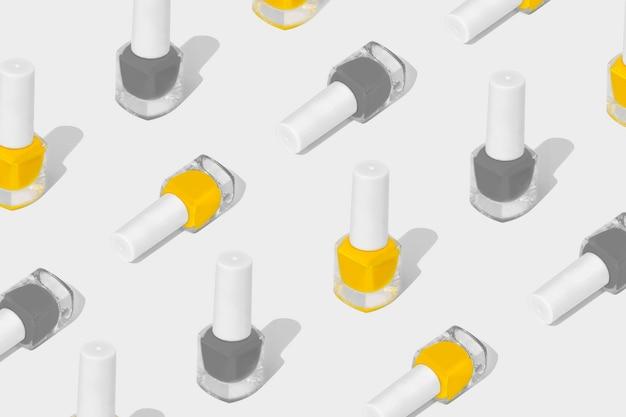 Composition de motif de vernis à ongles sur un blanc. couleurs de l'année 2021. ensemble de nuances illuminating et ultimate grey.