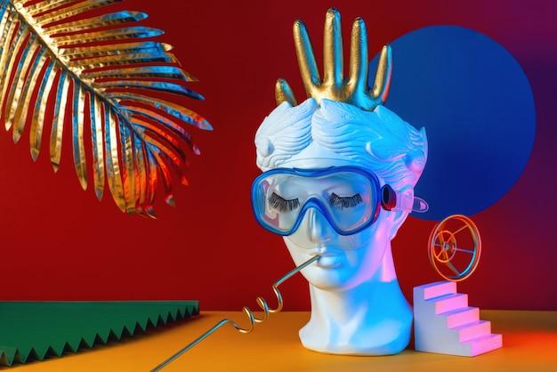 Composition multicolore abstraite avec sculpture de tête, escaliers, gant, concept visuel.
