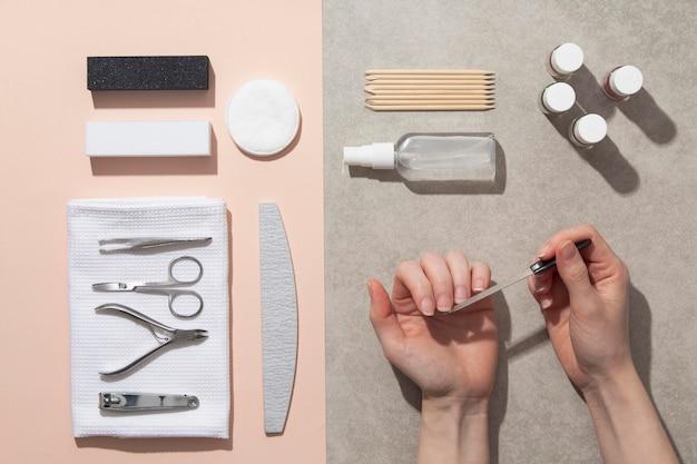 Composition de nature morte de produits de soin des ongles