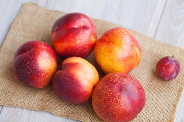Composition de nectarines bouchent
