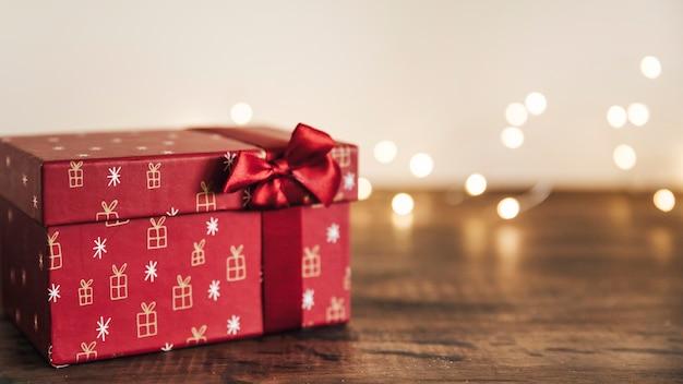 Composition de noël avec boîte-cadeau
