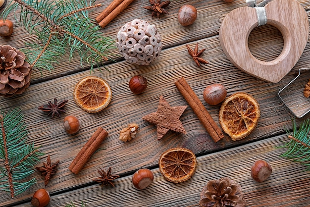 Composition de noël de décor naturel sur fond de bois