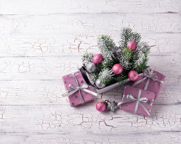 Composition de noël avec décor rose
