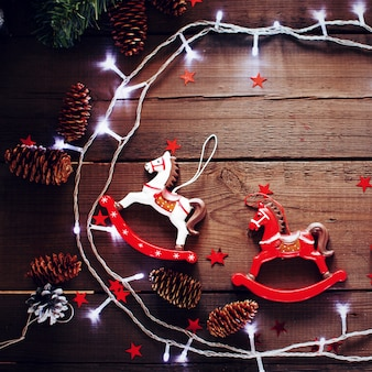 Composition de noël festive sur fond en bois