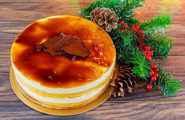 Composition de noël gâteau de noël pan de pasqua tasse rouge de thé et décoration de noël nouvel an ...