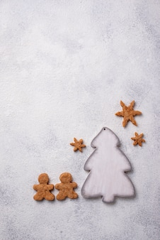Composition de noël d'hiver avec des biscuits au pain d'épice