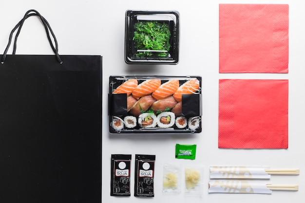 Composition de nourriture japonaise livrée