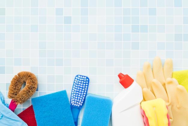 Composition des objets de nettoyage avec fond