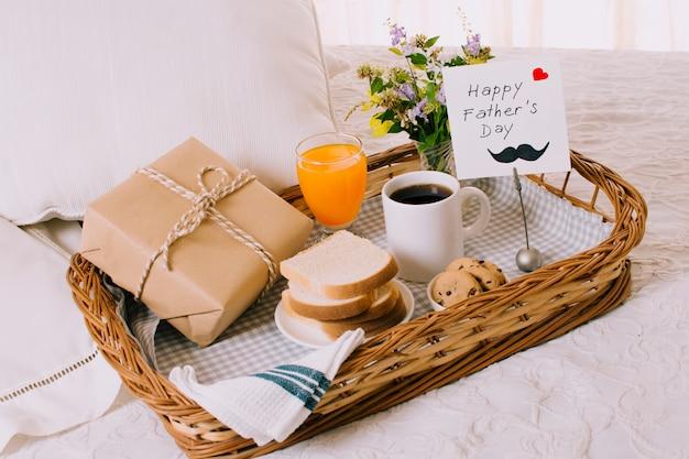 Composition d'objets de petit-déjeuner pour la fête des pères