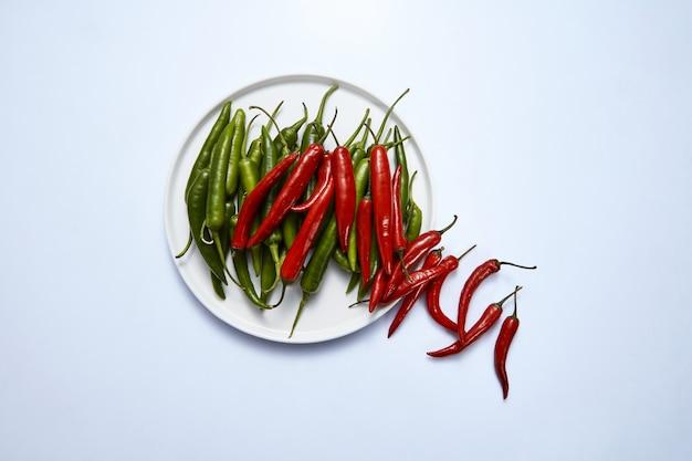 Composition de piments rouges et verts