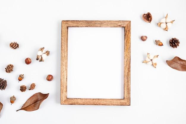 Composition à plat d'automne avec cadre photo