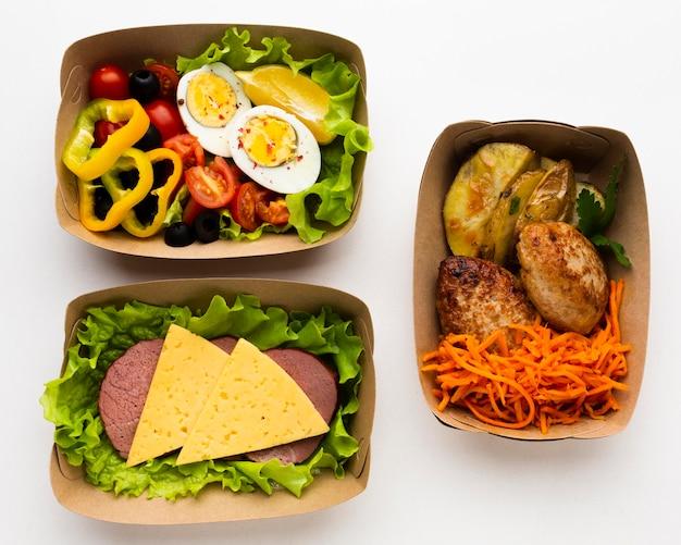 Composition à plat avec différents repas