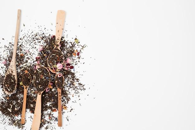 Composition à plat de feuilles de thé