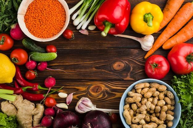Composition à plat de légumes avec fond