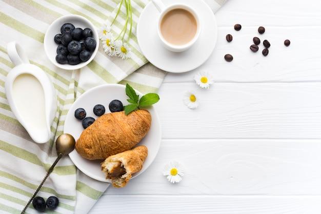 Composition de plat petit-déjeuner avec fond