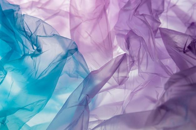 Composition à plat de sacs en plastique de différentes couleurs