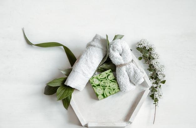 Composition à plat de spa avec accessoires de bain pour l'hygiène personnelle et les soins du corps