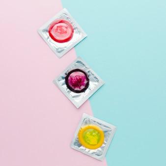 Composition plate du concept de contraception sur fond bicolore
