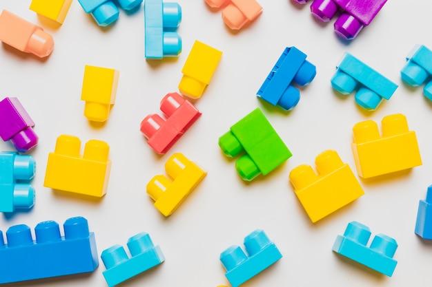 Composition plate de jouets