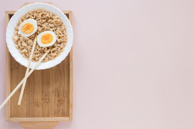 Composition de plats asiatiques plats poser
