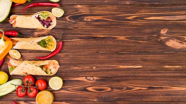 Composition de plats mexicains plats avec fond