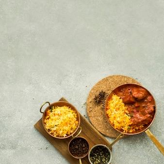 Composition de plats de riz et d'épices