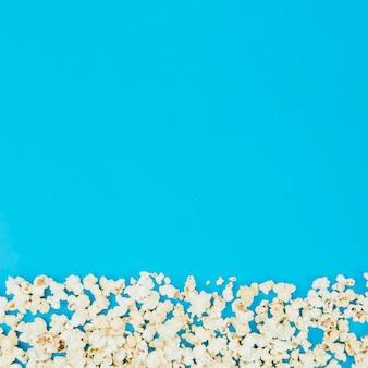 Composition de pop-corn plate pour concept de cinéma