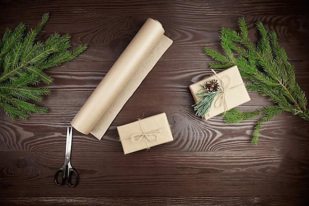 Composition pour emballer les cadeaux de noël