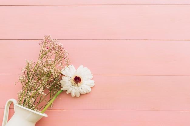 Composition pour la fête des mères avec des fleurs