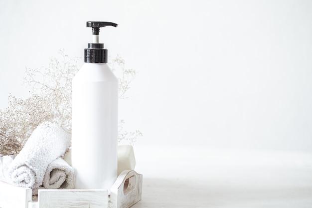 Composition avec des produits de bain. concept de propreté, santé et hygiène personnelle.