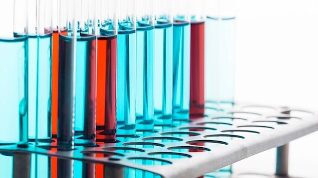 Composition de produits chimiques en laboratoire sur fond propre