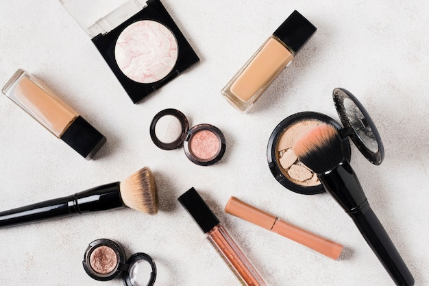 Composition de produits cosmétiques de maquillage pour les femmes