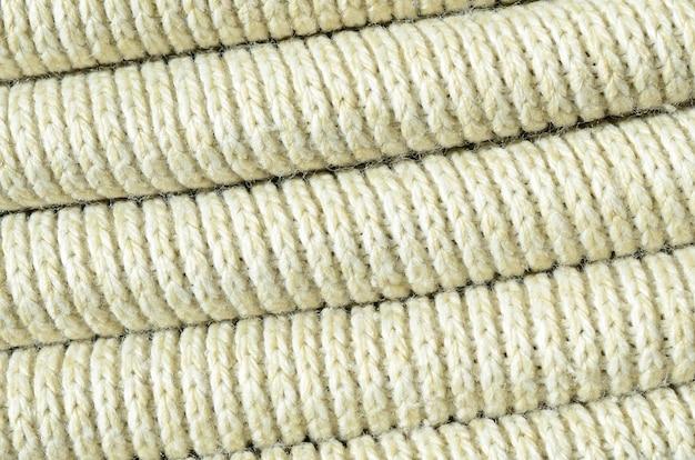 Composition d'un pull tricoté jaune doux. macro-texture des reliures en fils