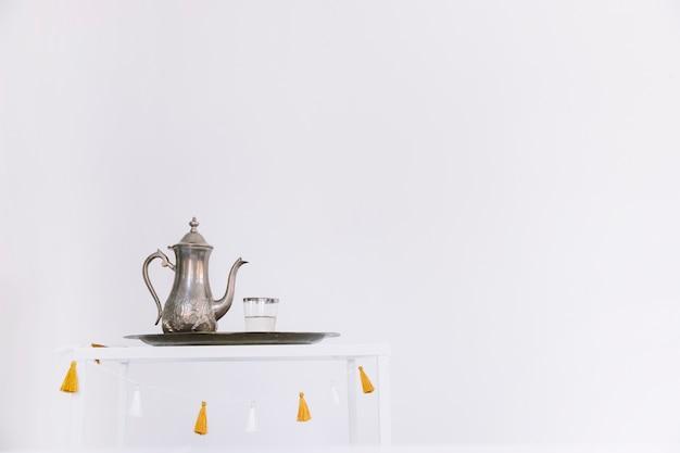 Composition de ramadan avec théière