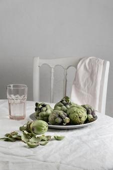 Composition d'un repas sain sur la table