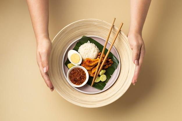 Composition de repas traditionnel nasi lemak à plat