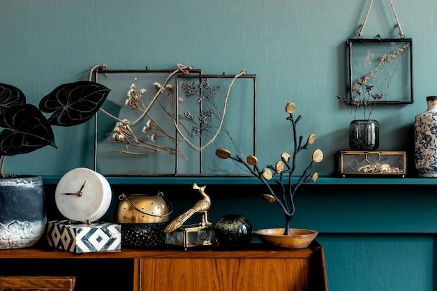 Composition rétro élégante d'accessoires personnels élégants et modèle de décoration d'intérieur