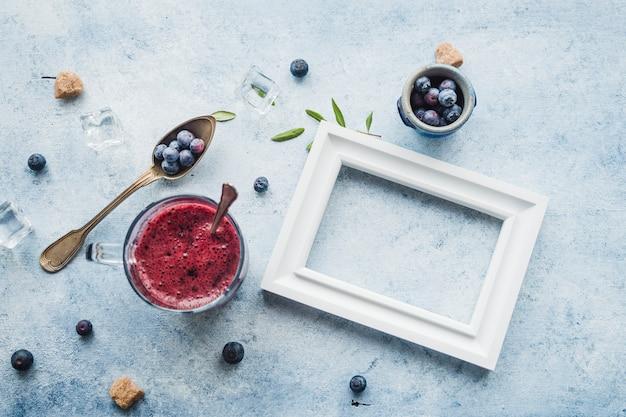 Composition de savoureux smoothie aux bleuets