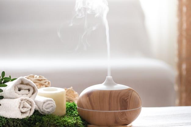 Composition de spa avec aromathérapie et articles de soins corporels.
