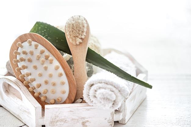 Composition de spa sur un arrière-plan flou léger se bouchent. mode de vie sain, soins du corps, spa et concept de relaxation.