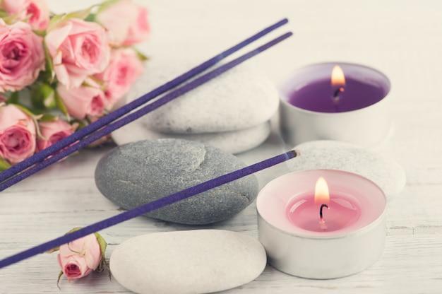 Composition de spa avec des bâtons d'arôme de lavande