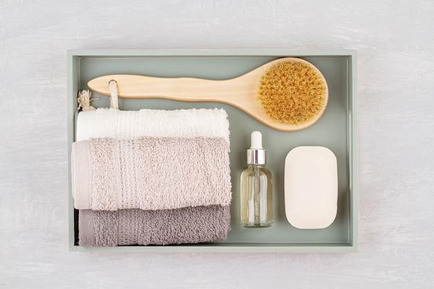 Composition de spa et de bien-être avec sérum, serviettes et produits de beauté