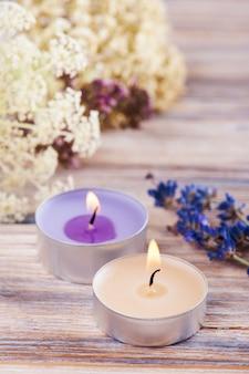 Composition de spa avec des bougies aromatiques