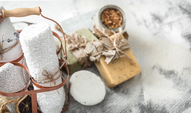 Composition de spa avec du savon artisanal