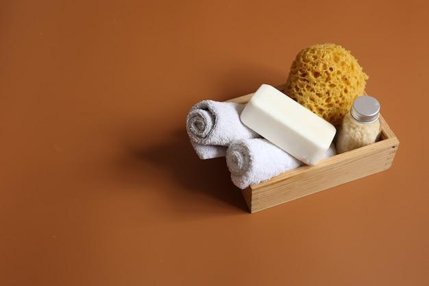 Composition de spa avec un ensemble pour l'hygiène corporelle personnelle, espace de copie.