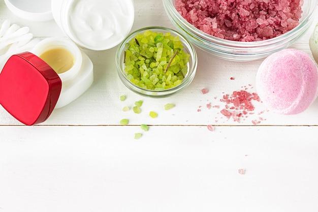 Composition de spa avec sel, menthe et lotion